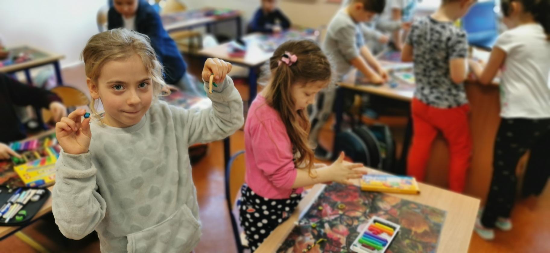 Uczniowie klasy pierwszej na zajęciach z programu Przyjaciele Zippiego