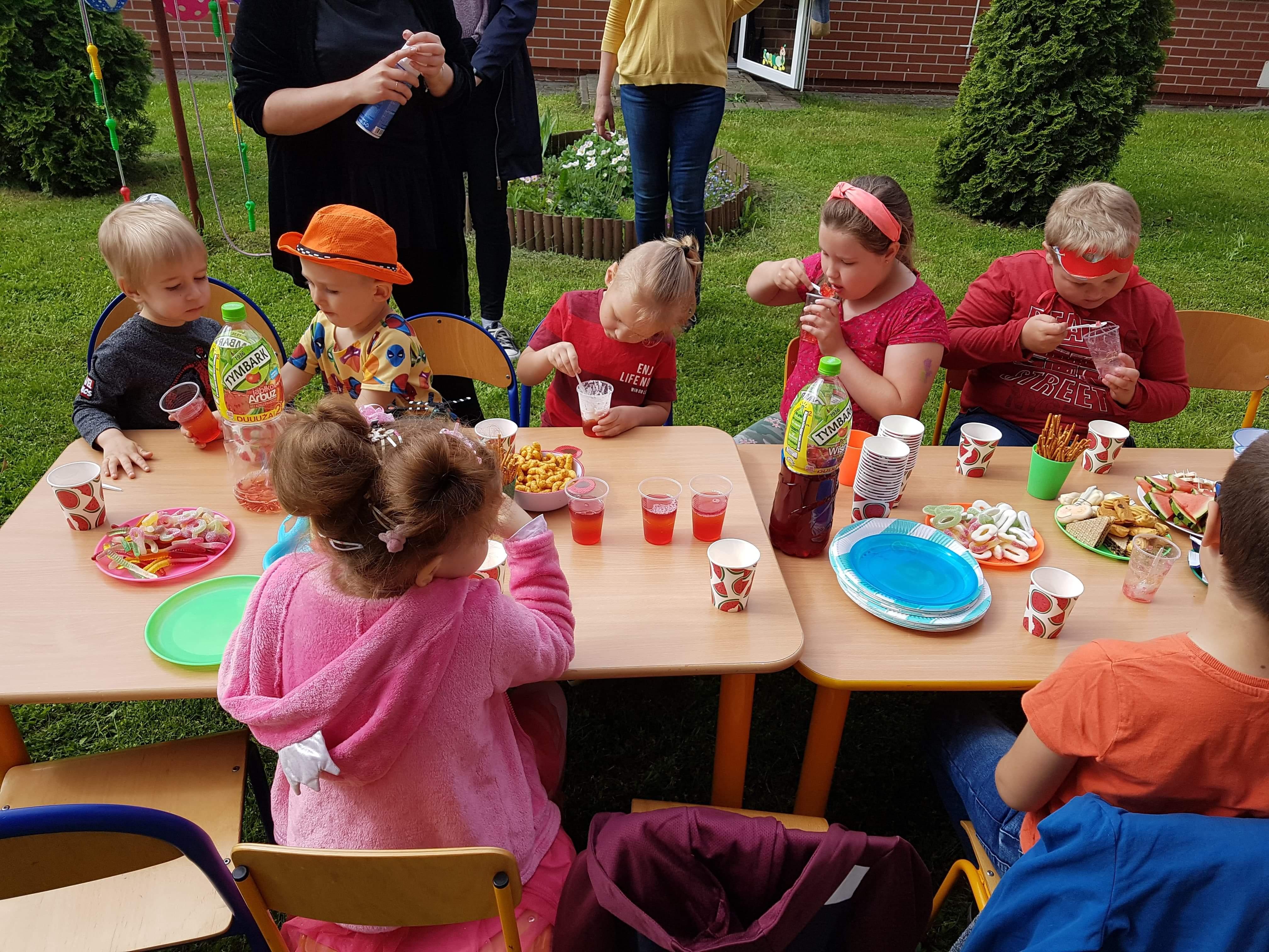 dzieci z op i klasy pierwszej podczas dnia dziecka